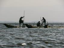 Vissers in Inle-Meer stock afbeelding