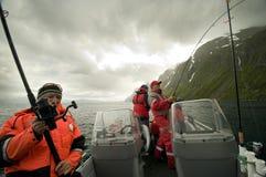 Vissers op boot stock foto's