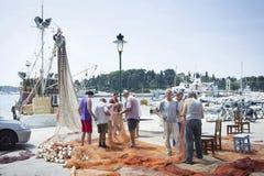 Vissers op dok in Rovinj royalty-vrije stock foto's