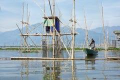 Vissers op het Meer van Rawa Pening, Centraal Java, Indonesië stock afbeelding