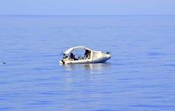 Vissers op volle zee Stock Afbeeldingen