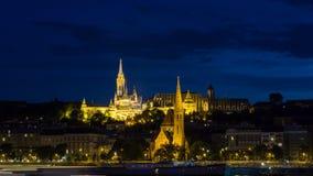 Vissers` s Bastion bij nacht - Boedapest, Hongarije stock afbeeldingen