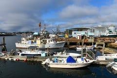 Vissersboot bij de haven van Gloucester, Massachusetts stock afbeelding