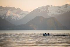 Vissersboot bij een Noorse fjord royalty-vrije stock fotografie