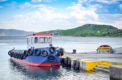 Vissersboot bij het dok royalty-vrije stock foto