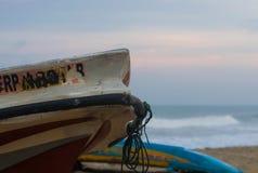 Vissersboot bij Negombo-strand royalty-vrije stock foto