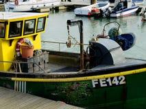 Vissersboot in Brighton Marina United Kingdom wordt vastgelegd dat Royalty-vrije Stock Afbeelding