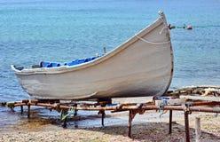 Vissersboot in de Zwarte Zee royalty-vrije stock foto