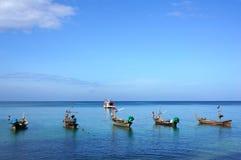 Vissersboot en blauwe hemel. Stock Afbeelding