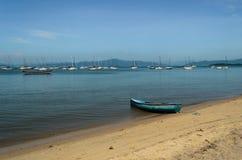 Vissersboot en jachten Stock Afbeeldingen