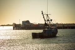 Vissersboot in haven in Californië Royalty-vrije Stock Afbeeldingen