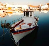 Vissersboot in haven Naoussa Stock Foto