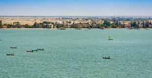 Vissersboot in het Kanaal van Suez, Egypte royalty-vrije stock afbeeldingen