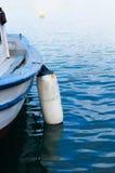 Vissersboot in het overzees Stock Afbeelding