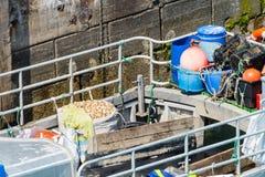 Vissersboot met vers gevangen overzeese slakken royalty-vrije stock fotografie
