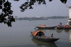 Vissersboot op de Rivier Ganges royalty-vrije stock fotografie