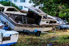 Vissersboot op de Schuilplaats van Cinarcik-Zeehaven - Turkije royalty-vrije stock fotografie