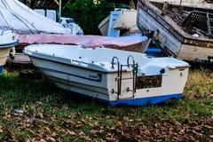 Vissersboot op de Schuilplaats van Cinarcik-Zeehaven - Turkije stock foto's