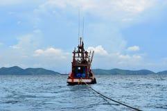 Vissersboot op het overzees, Thailand Royalty-vrije Stock Foto's