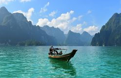Vissersboot op het overzees, Thailand Royalty-vrije Stock Foto