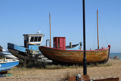 Vissersboot op Strand Stock Foto's