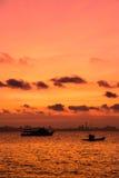 Vissersboot op Zonsondergang Stock Foto's