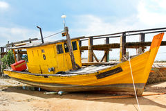 Vissersboot in Penyabong, Maleisië Royalty-vrije Stock Foto's