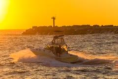 Vissersboot Pier Sunrise Colors Ocean royalty-vrije stock afbeelding