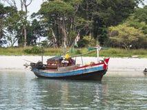 Vissersboot in Zuidelijke Myanmar Royalty-vrije Stock Afbeelding