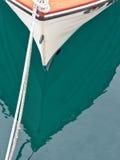 Vissersbootbezinningen stock foto