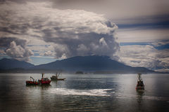 Vissersbootzegens voor zalm alaska Stock Foto's