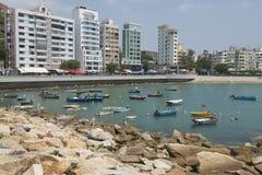 Vissersboten bij de haven van Stanley in Hong Kong, China worden verankerd dat Royalty-vrije Stock Afbeeldingen