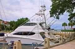 Vissersboten bij de jachthaven Stock Foto