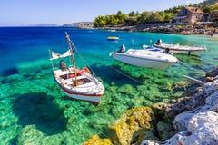Vissersboten bij de kust van Zakynthos Stock Afbeeldingen
