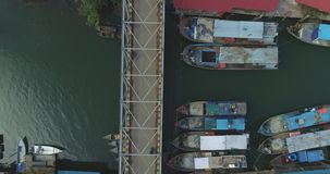 Vissersboten bij de pijler stock footage