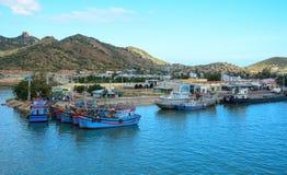 Vissersboten bij de pijlers van Nokkenranh in Nha Trang, Vietnam Royalty-vrije Stock Afbeelding
