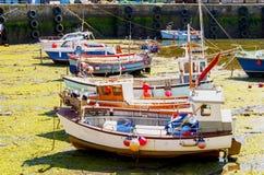 Vissersboten bij getijden uit Royalty-vrije Stock Foto