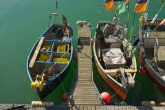 Vissersboten in Brighton, Sussex, Engeland stock afbeelding
