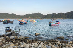 Vissersboten in Da Nang, Vietnam Stock Afbeeldingen