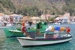 Vissersboten in de haven van Kastelorizo Royalty-vrije Stock Foto's