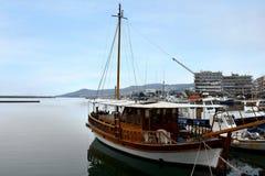 Vissersboten in de haven van de oude stad van Kavala, Griekenland Royalty-vrije Stock Fotografie