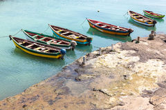 Vissersboten in de haven van Pedra Lume in Zouteilanden - Kaapverdië - royalty-vrije stock foto
