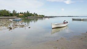Vissersboten in de Indische Oceaan stock videobeelden