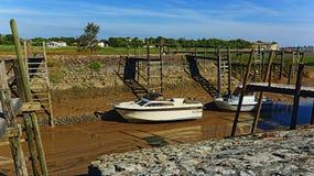 Vissersboten in de modder, talmont-sur-Gironde Frankrijk Royalty-vrije Stock Foto
