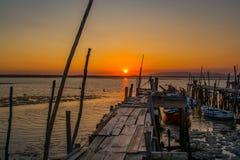 Vissersboten in de oude vissershaven van Carrasqueira Stock Afbeeldingen