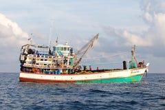 Vissersboten die vissen op Andaman vangen Stock Afbeeldingen