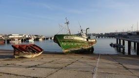 Vissersboten en jachten in Sardische Haven Stock Fotografie