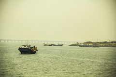 Vissersboten en zeehaven stock fotografie