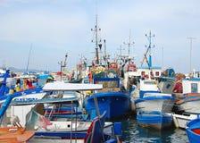 Vissersboten in het dok stock foto