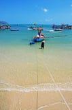 Vissersboten in het overzees Stock Foto's
